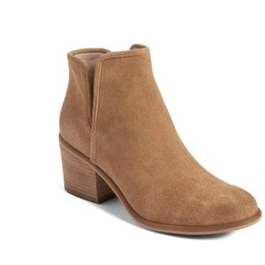 Hinge taupe suede booties sz 8.5